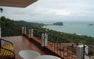 bungalow-in-manuel-antonio-costa-rica