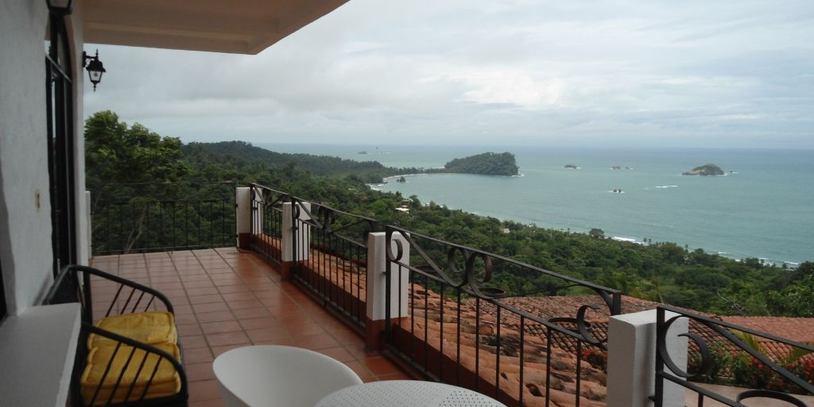 bungalow-in-manuel-antonio-costa-rica