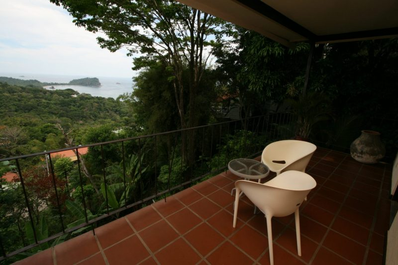 hotels-near-the-beach-in-manuel-antonio-costa-rica